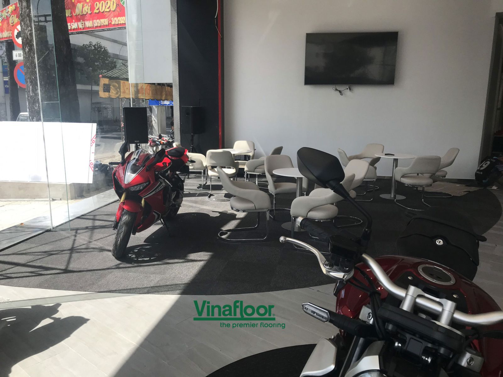 thảm trải sàn ST20 cửa hàng moto xe máy Hoàng Việt